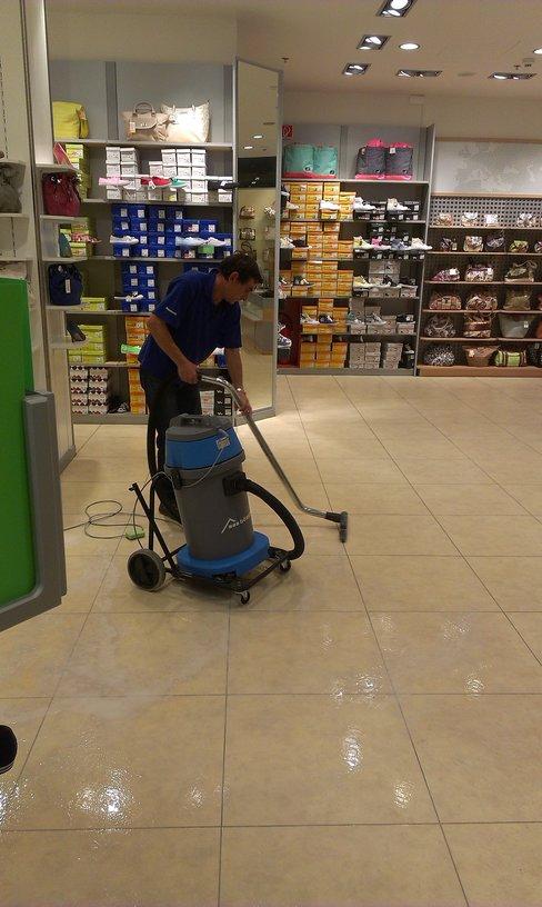 Strojové čištění, voskování podlah Havířov