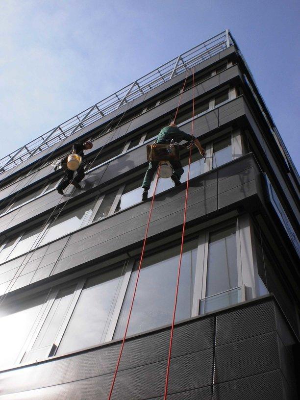 Praha 11 Chodov, pískování, čištění fasád, mytí oken