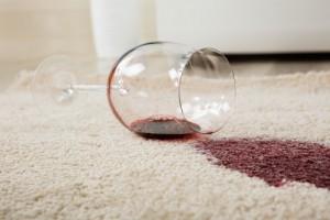 odstranění skvrny od červeného vína z koberce