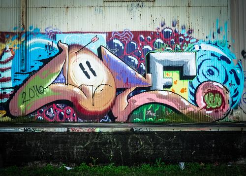 """Nevíte, jak se zbavit graffiti? Zde se dozvíte jak. """"Čištění graffiti Praha"""""""