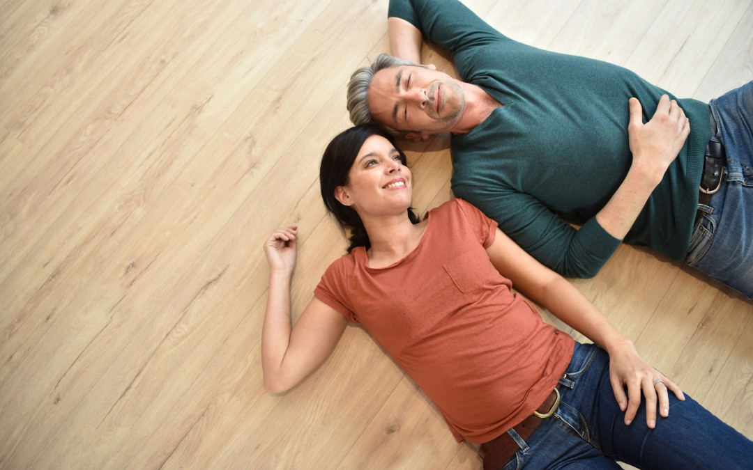Po našem zásahu kotoučového stroje se budete divit, jak vám obnovíme původní barvu podlahy