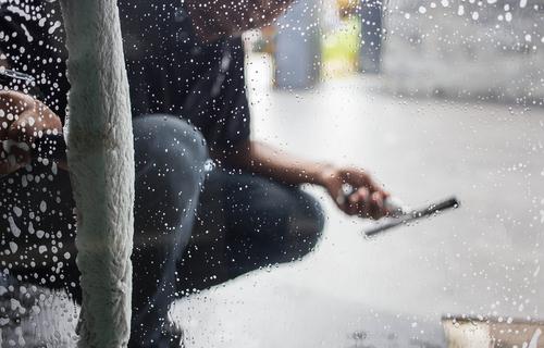 Zbavíme vás plísní na oknech a ještě vám je dokonale umyjeme a vyleštíme